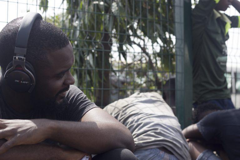 """Tolulope Itegboje during filming at Oshodi © Oluwamuyiwa """"Logor"""" Adeyemi"""
